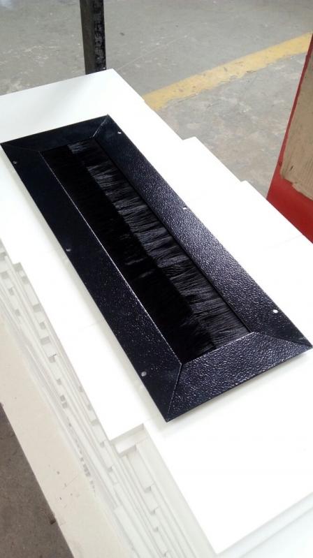 Distribuidores de Escova Passa Cabos com Vedação Tanquinho - Escova de Cabos para Piso Elevado